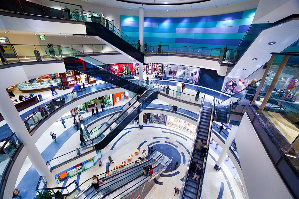 Kaufhäuser und Supermärkte